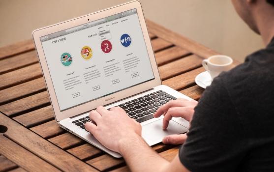 apple-desk-internet-209151_6-5-19_08-11-49.jpg