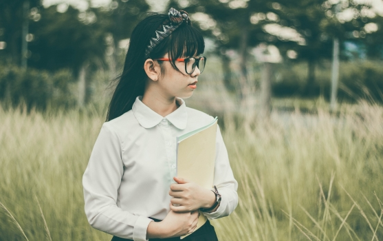 Asian-girl-with-book