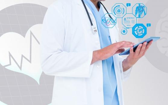 médico con dispositivo electrónico en la mano, rodeado de símbolos que indican la interacción